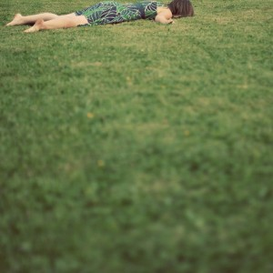girl,grass,ground,lay,lie-c3e650bb0d4491647e4f2cb06613e54d_h